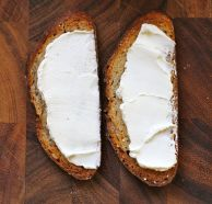 bread with goat cheese